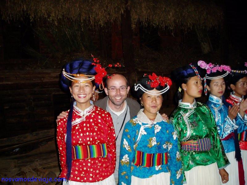 Nacho con las chicas Mosuo