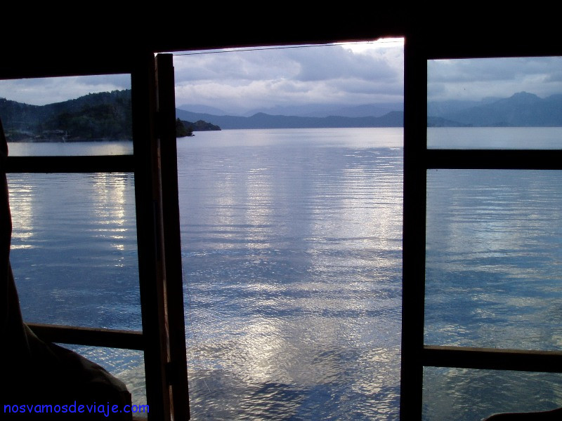 Vista del lago Hu desde alojamiento