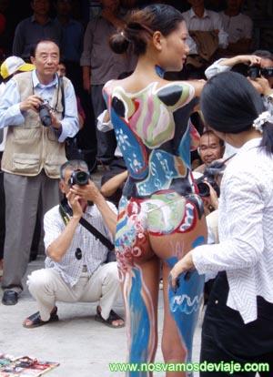 pintura corporal para deleite de turista locales