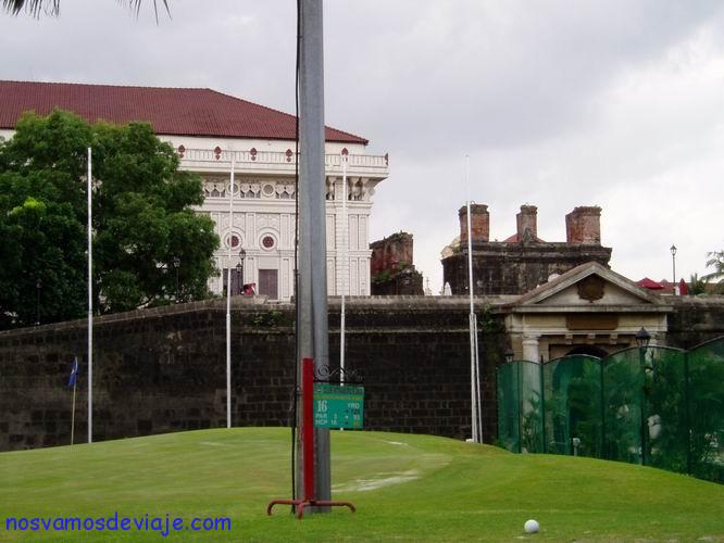 Gola alrededor de murallas Manila