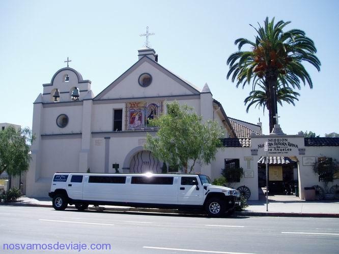 Misión de N. S. de Los Ángeles con coche nupcial estilo U