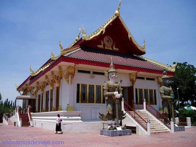 Templo tai en LA, con venta de Pad Tai