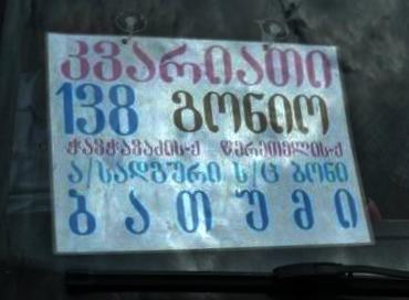 Cartel indicando destinos del autobús