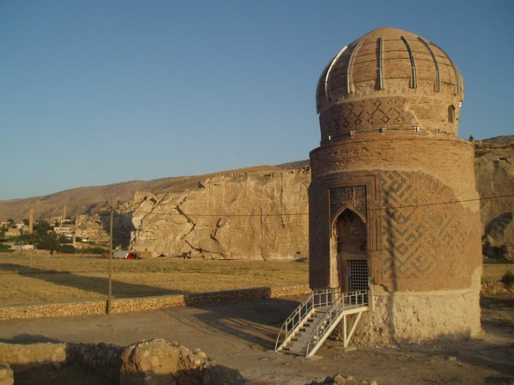 Antigua tumba al lado del Rio Tigris.Hasankeyf