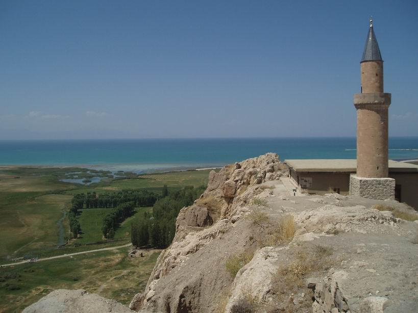 Vistas al lago desde el Castillo de Van