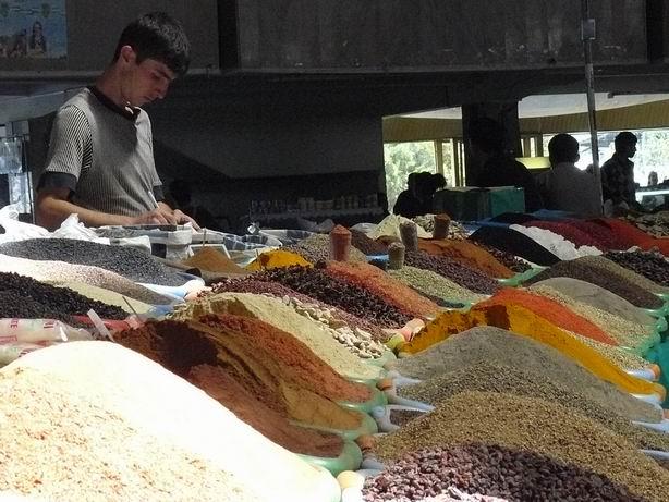 Especias en mercado de Tashkent