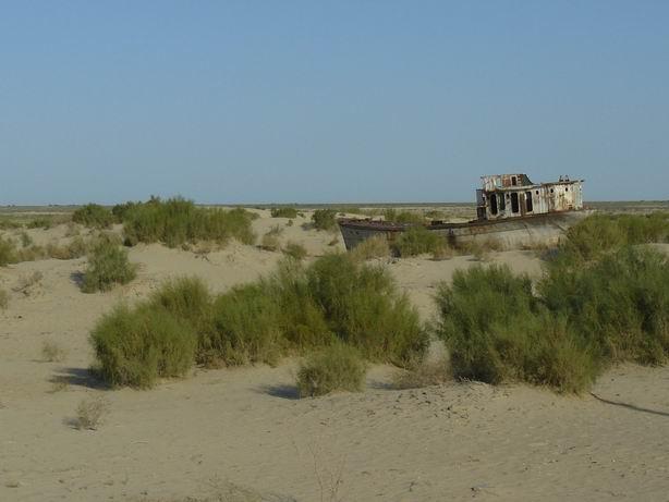 Navegando entre las dunas del Aral