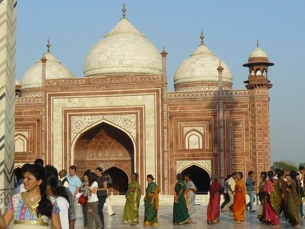 Colas para entrar en el Taj Mahal