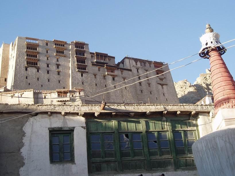 Vistas del Palacio de Leh desde la ciudad antigua