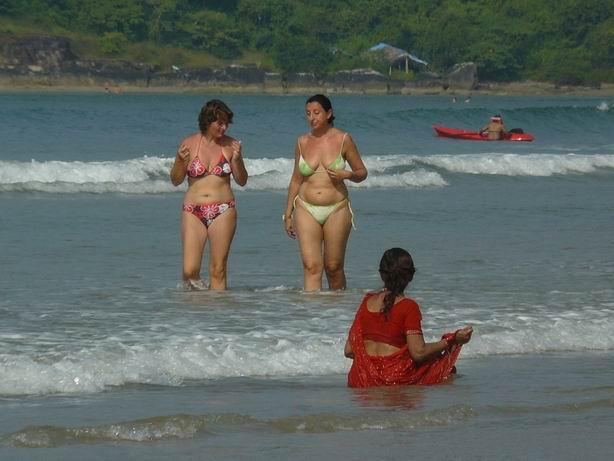 Bañistas en Goa