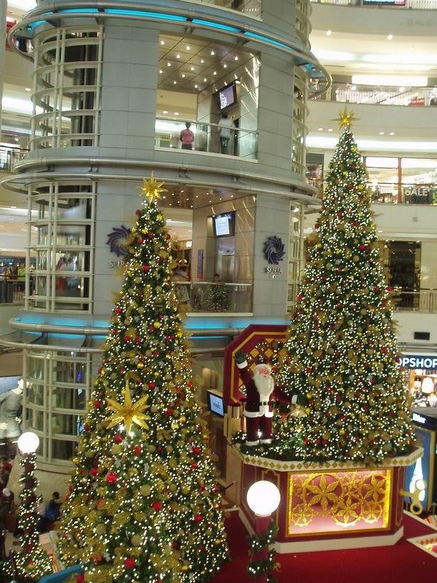 Decoración navideña en centros comerciales de Kuala Lumpur