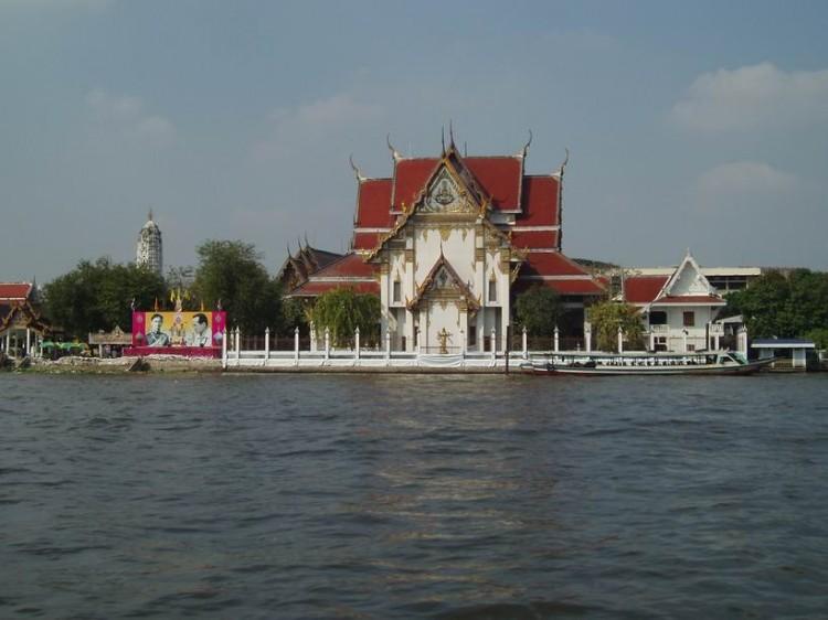 Vista desde el bote-bus en Bangkok