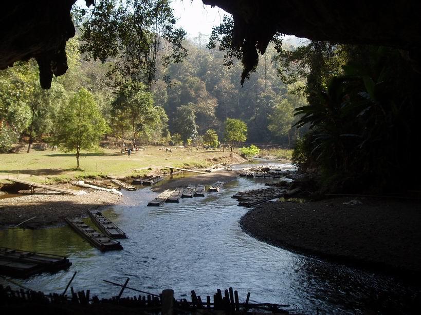 Entrada de cueva Lod, Soppong