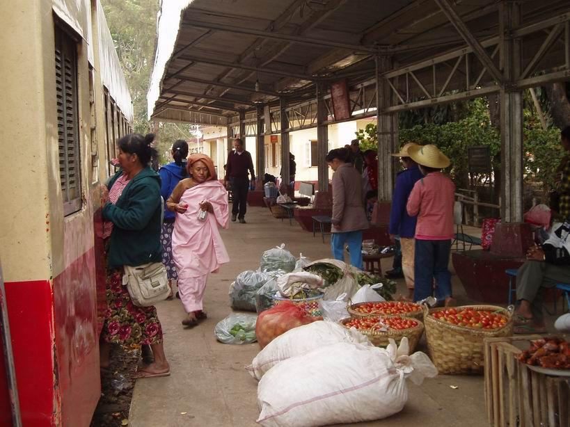 Estación de tren camino a Hsipaw
