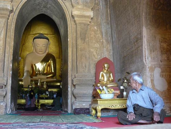 Interior de templo en Bagán