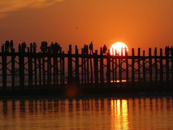 Puesta de sol en U Bein, Amarapura