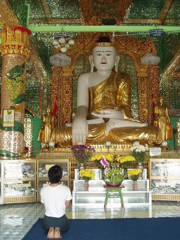 Buda de un templo de Sagain