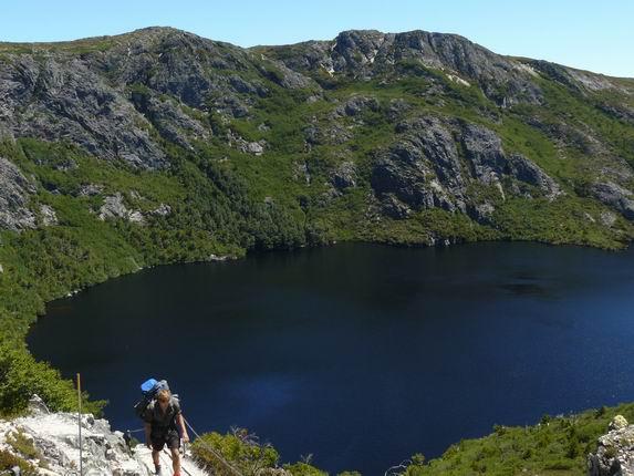 Crater lake en el parque natural de Cradle Mountain