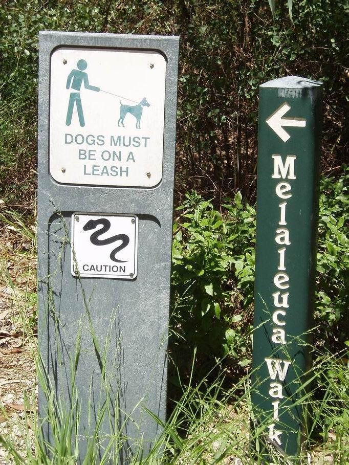 Señal en la entrada de un parque