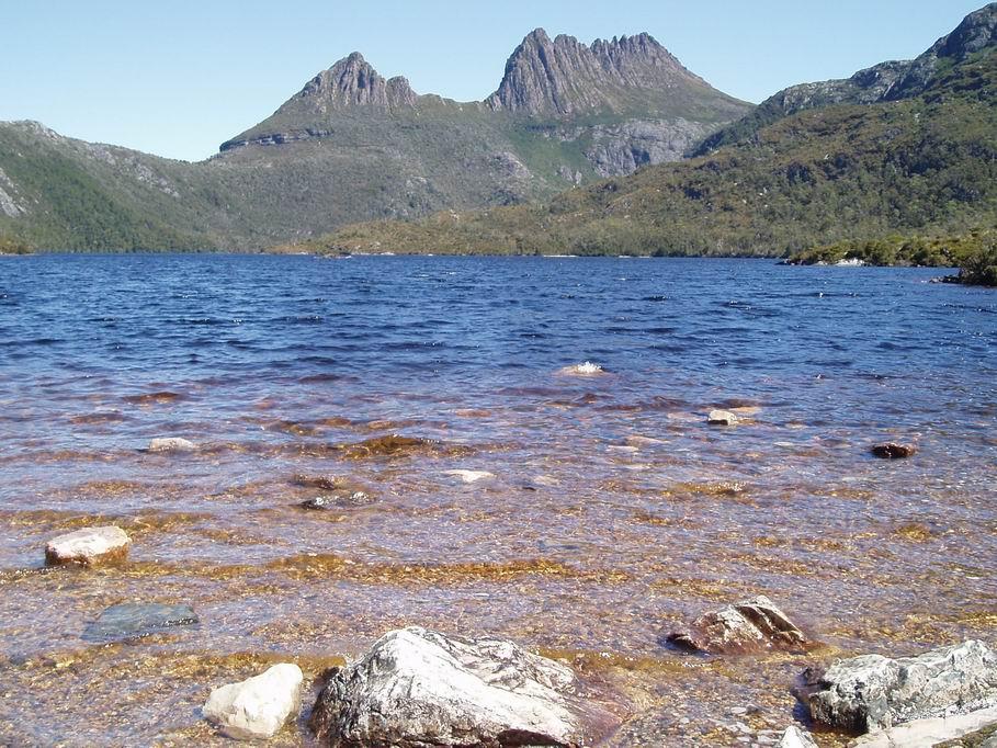 Lago Dove, bajo la Montaña de Cradle