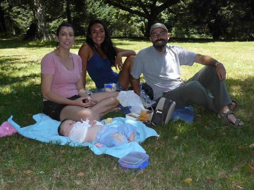 De picnic en un parque con María y su hija Sofía