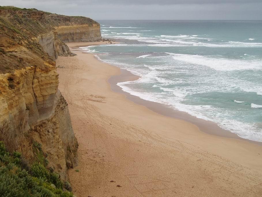 Hermosas playas con cielos grises
