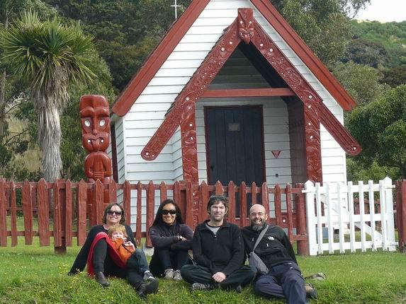 Iglesia en Onuku con Mark y Kathryn