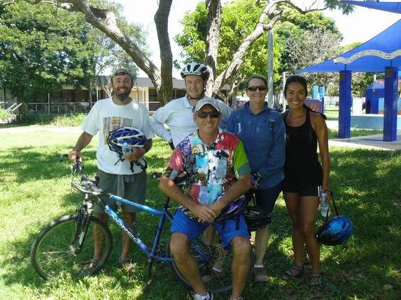 Con Jean, Julian y Ross, tras 30 km en bici