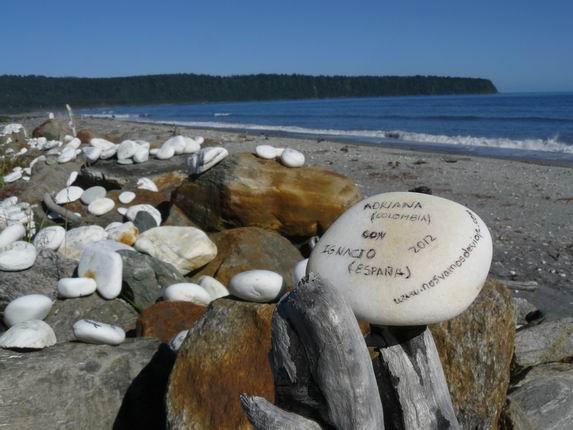 Mensajes en piedras en Bruce Bay