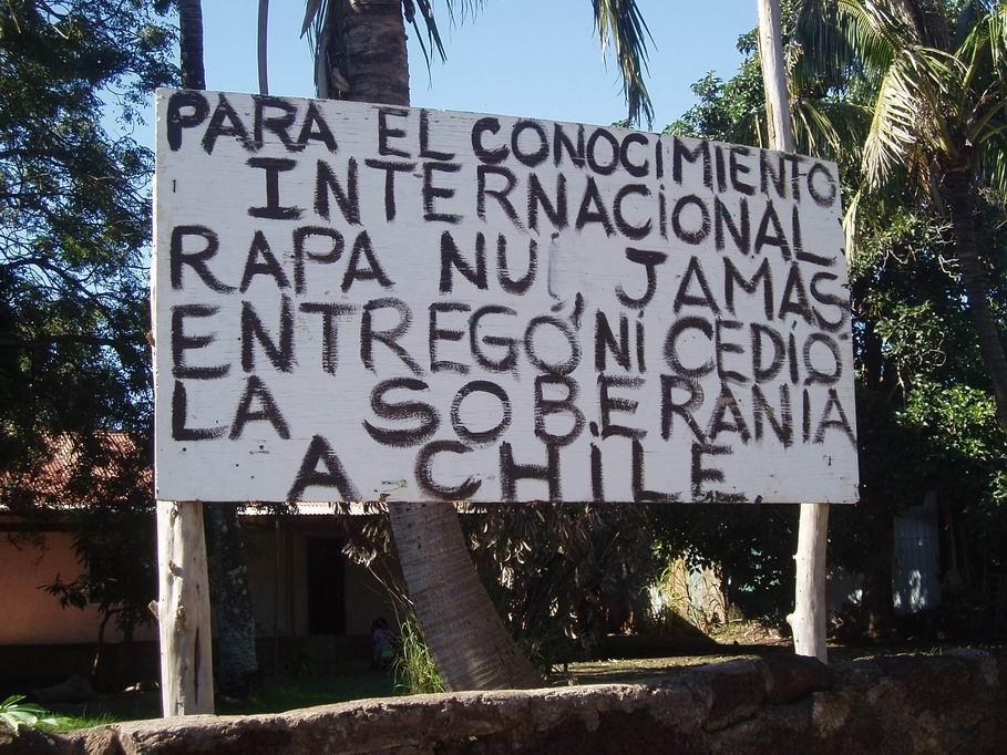 Cartel reivindicativo en Isla de Pascua