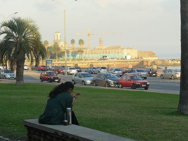 La rambla de Montevideo, y el mate