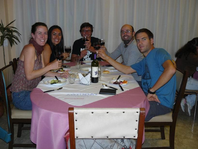 Comiendo con nuestros amigos franceses en Cochabamba