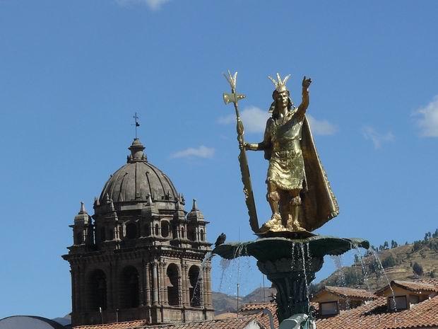 Estatua de Atahualpa en Cuzco