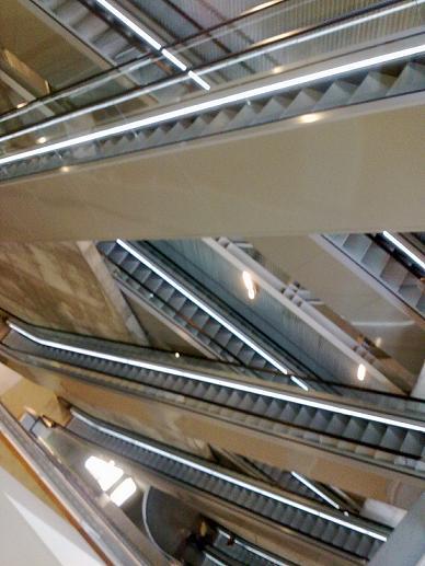 Las escaleras del museo de arte contemporaneo en Zgz