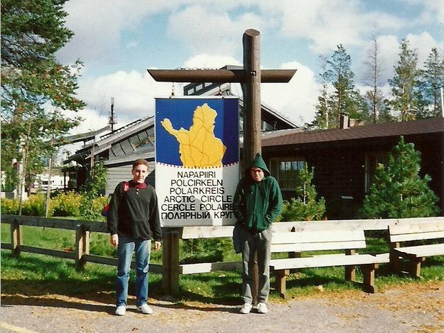 Con Juantxi en el circulo polar Ártico visitando en 1990 a Papá Noel