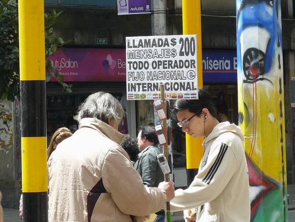 Teléfono público a la colombiana