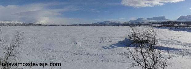 lago helado en Abisko