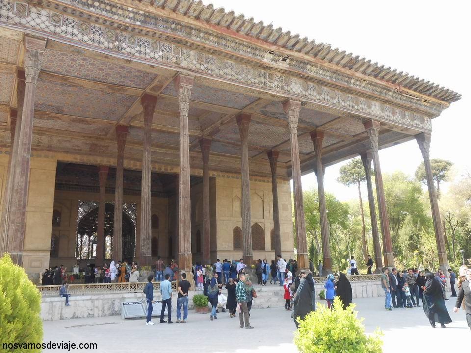 Entrada del Palacio Chehel Sotun