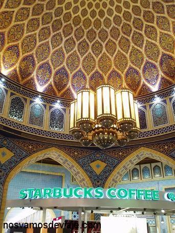 Zona de comidas en Ibn Battuta Mall