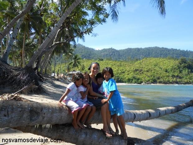 Con niños de Nagari Sungai Pinang