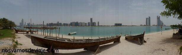 Vista de Abu Dhabi desde heritage Village