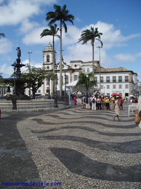 Aceras imitando a olas en Salvador