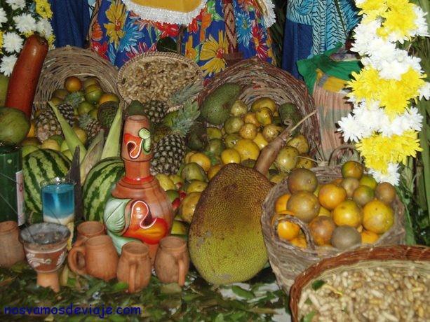 frutas y comida estan presentes en abundancia