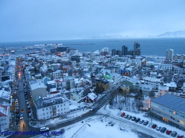 Vista de Reykjavik con centro Harpa