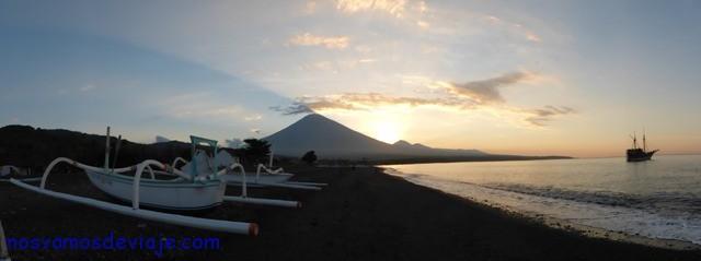 Atardecer en el volcan Agung