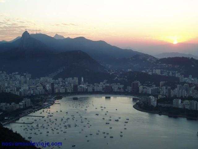 Atardecer sobre la playa de Botafogo