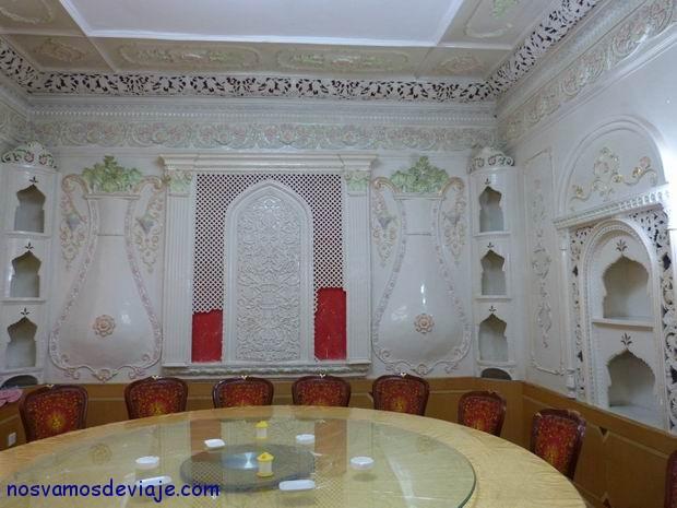 Salón del restaurante chino en antigua embajada Británica