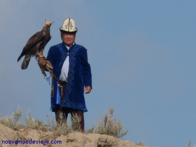 cazador con aguila