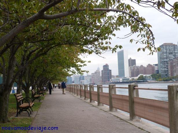 caminando al parque de los 4 sueños