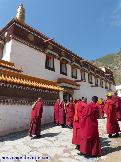 entrada a la oración en Xiahe